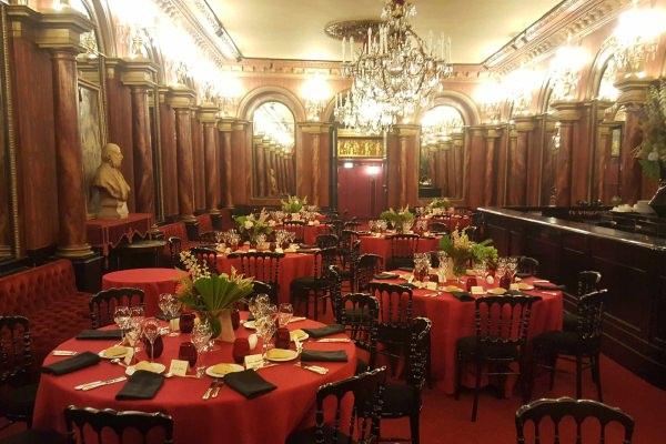 Théâtre des Variétés — Diner assis