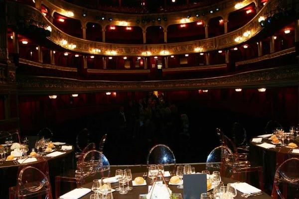 Théâtre des Variétés — Diner sur scène